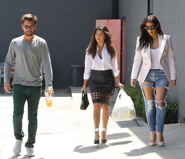 X17_ Kim Kardashian, Scott e Kourtney (Foto: X17online.com)