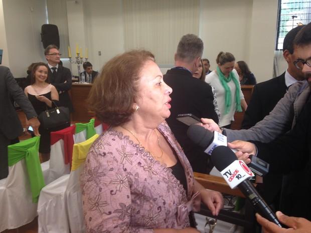 Ministra Ideli Salvatti acompanhou cerimônia em Santana do Livramento (RS) (Foto: Estêvão Pires/G1)