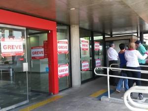 Bancários querem reajuste salarial de 12,5% e fazem greve por tempo indeterminado (Foto: Suzana Amyuni/G1)