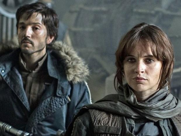 Diego Luna e Felicity Jones em cena de 'Rogue One: A Star Wars Story' (Foto: Divulgação)
