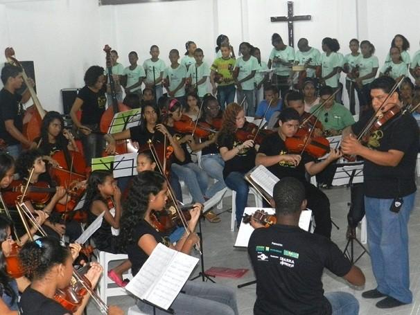 Através da música, o Projeto Estrelas Musicais atende crianças de Salvador (BA) (Foto: Divulgação/ Associação Cultural Ibarra)