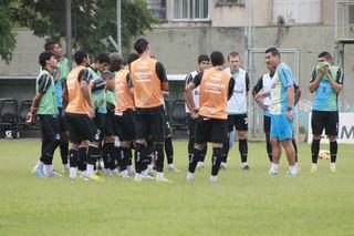 Mabília, técnico do time B do Grêmio (Foto: Diego Guichard)