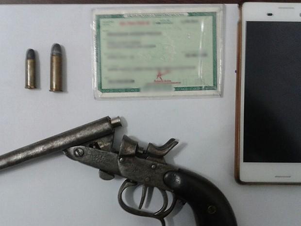 Suspeito de 30 anos ficou preso; jovem de 22 pagou fiança (Foto: Divulgação/Polícia Militar)