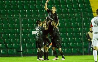 Após gols, Rafael Moura cita reunião e cobrança por reação no Figueirense