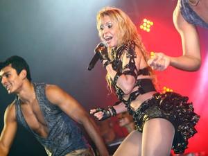 Joelma dança no palco com o Calypso (Foto: Maurício Vieira/G1)