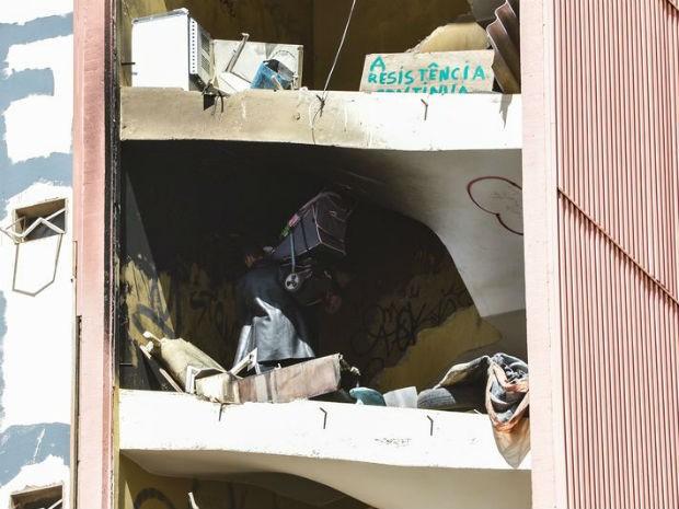 Terceiro dia da operação policial para retirada dos ocupantes do Hotel Torre Palace, na região central do Plano Piloto (Foto: José Cruz/Agência Brasil)