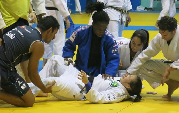 Maria Portela machucada treino Judô (Foto: Raphael Andriolo)