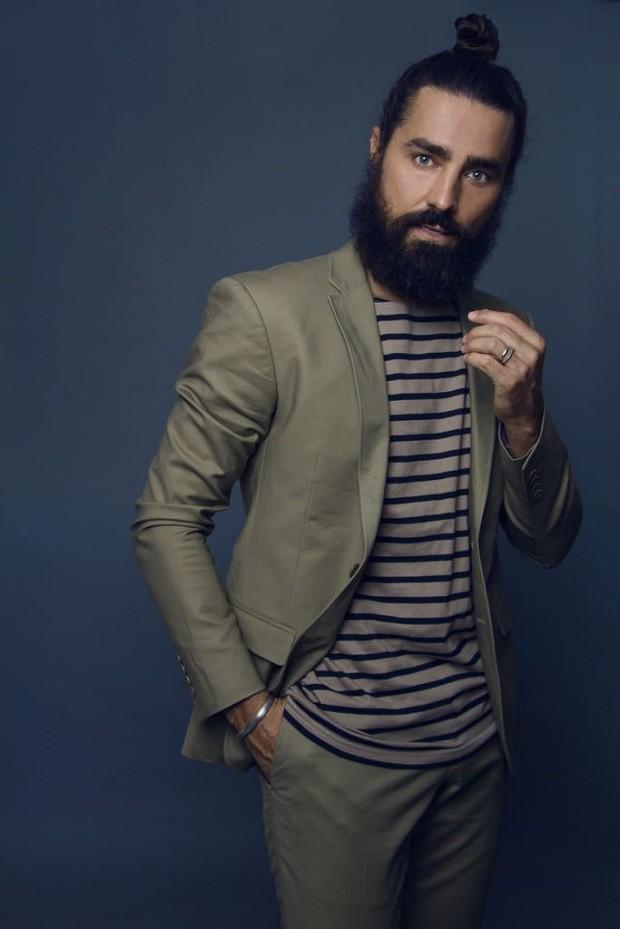 Ricardo Pereira deixou a barba crescer para viver Tolentino em Novo Mundo  (Foto: Sergio Baia/Divulgação)