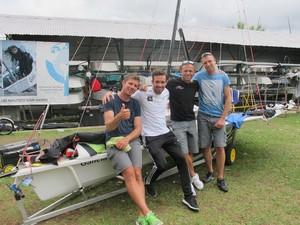 Pavle Kostov, Jonas Warren, Ivan Bulaja e Peter Cupac vela  (Foto: Leonardo Filipo)
