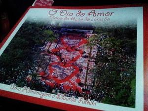"""Livro retrata """"Ação do Coração"""" que aconteceu em Santos (Foto: Mariane Rossi/G1)"""