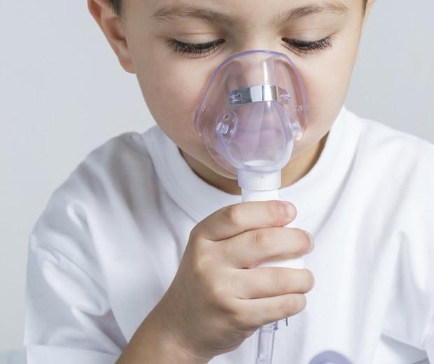 doente; inalação; criança (Foto: Thinkstock)