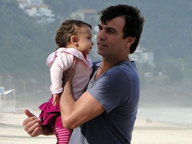 Felipe foi a alegria de Marcelo Faria nos intervalos (Foto: Amor Eterno Amor/TV Globo)