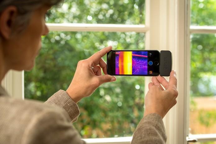 Plug-in para câmera de celular Flir One ganha versão menor e mais potente (Foto: Divulgação/Flir)