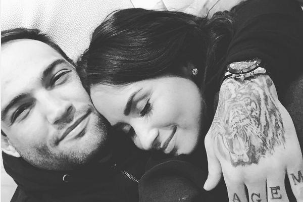 A cantora Demi Lovato e o ex-namorado, o lutador brasileiro Guilherme Bomba Vasconcelos (Foto: Instagram)