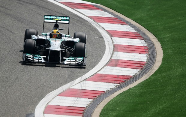 Lewis Hamilton, da Mercedes, no treino classificatório para o GP da China (Foto: Getty Images)