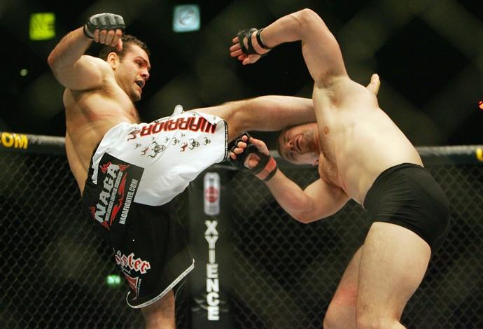 Gabriel Gonzaga e Mirko Cro Cop, UFC 70 (Foto: Getty Images)
