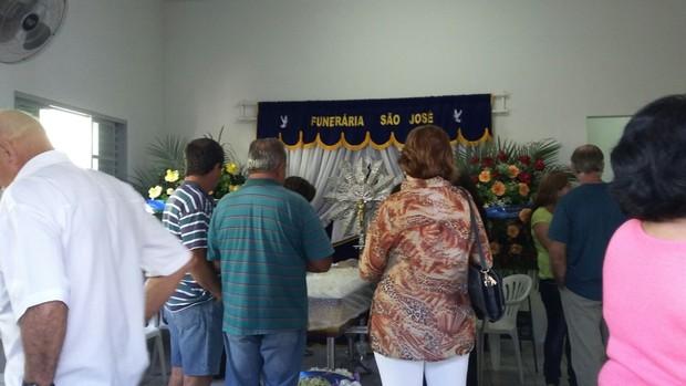 Família no velório de Célio Borges, pai do Ken Humano (Foto: EGO)