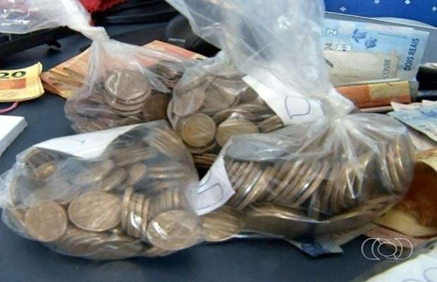 Mulher é presa suspeita de furtar R$ 7 mil de igrejas em Anápolis, Goiás (Foto: Reprodução/TV Anhanguera)