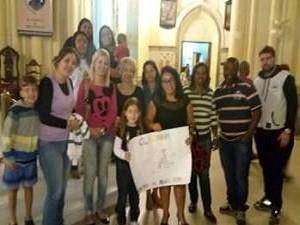 Grupo se reuniu e fez uma campanha para comprar cadeira de rodas especial (Foto: Roberta Santos / Arquivo Pessoal)