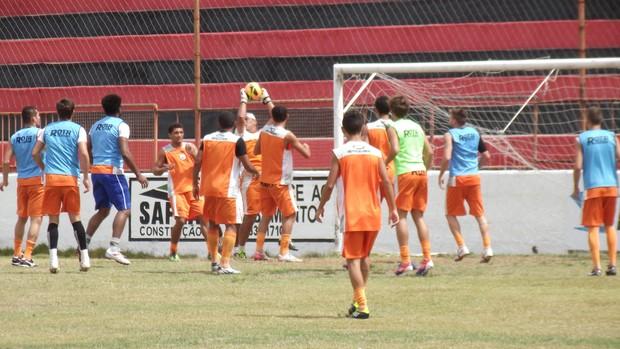 Treino Campinense, sábado, rachão, Renatão, Campina Grande (Foto: Silas Batista / Globoesporte.com/pb)