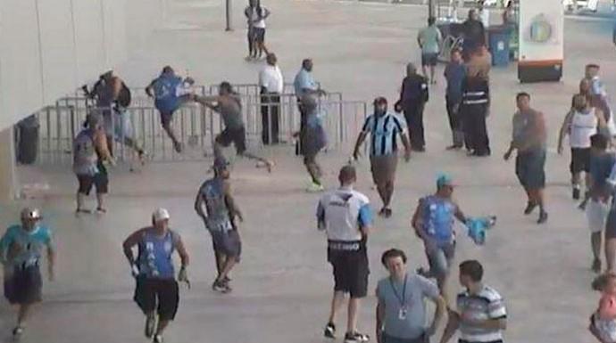 Briga torcida geral Grêmio x Novo Hamburgo (Foto: MP/Divulgação)