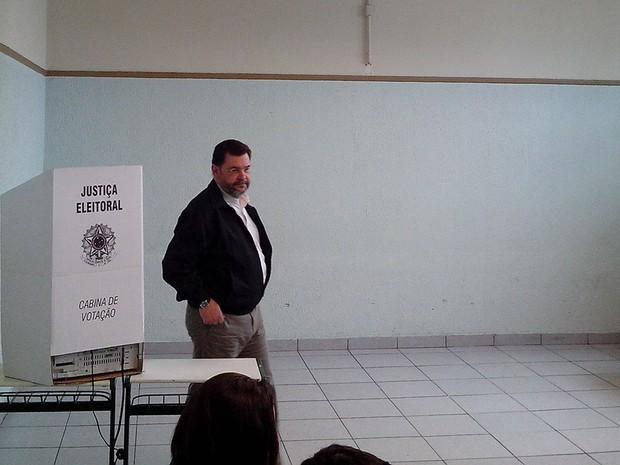 Rui Costa Pimenta após concluir a votação na escola estadual Pereira Barreto, na Lapa, Zona Oeste de São Paulo (Foto: Felipe Tau/G1)