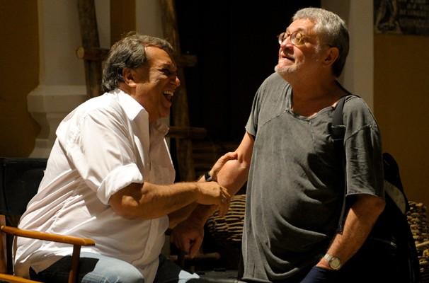 Dennis Carvalho e Walter Carvalho nos bastidores das gravações em São Luís do Maranhão (Foto: João Cotta/ TV Globo)