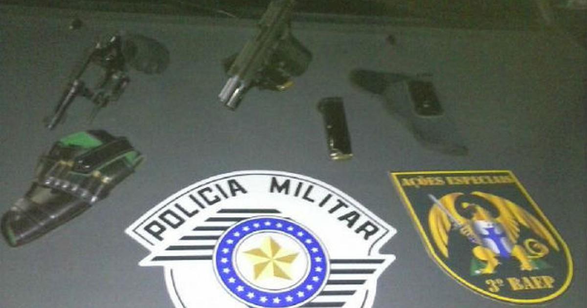Três pessoas são detidas durante ação da PM em Pindamonhangaba - Globo.com