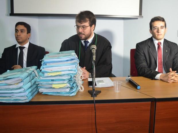 Da esquerda para a direita Procurador da República Daniel Azevedo Lôbo, juiz federal Leonardo Hernandez Santos Soares, e o último Procurador da Funai Dr. Fernando Walker da Silva Aguiar (Foto: Magda Oliveira/G1)