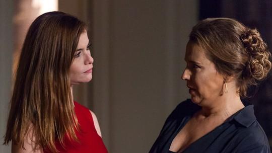 Emília revela seu segredo a Lívia