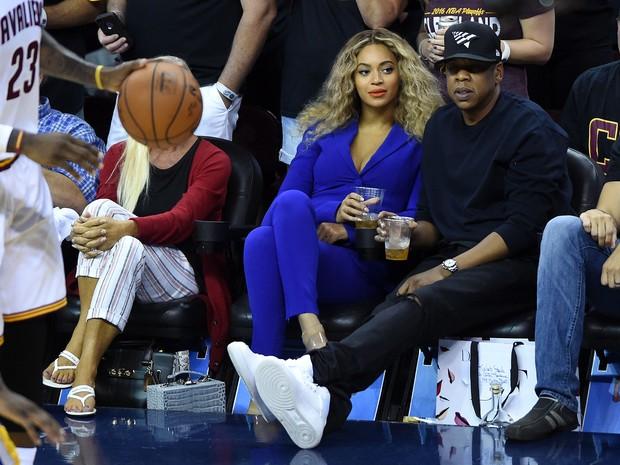 Beyoncé e Jay-Z em jogo de basquete em Cleveland, Ohio, nos Estados Unidos (Foto: Ken Blaze/ Reuters)