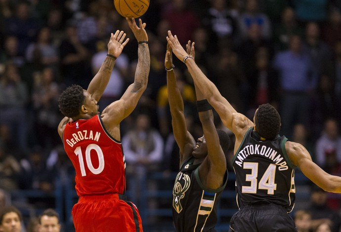 DeMar DeRozan Raptors x Bucks NBA (Foto: Reuters)