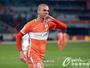 Diego Tardelli marca, e time de Mano Menezes vence a primeira no Chinês