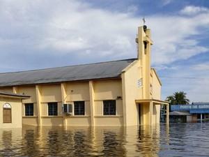 Igreja de Anamã, alagada pela cheia (Foto: Defesa Civil/Divulgação)