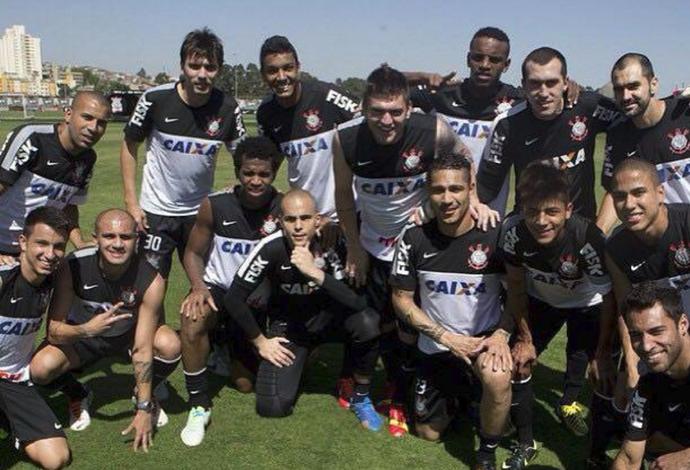 Dedê (à direita de Guerreiro); meia-atacante; Corinthians, 2013 (Foto: Dedê Costa/Arquivo Pessoal)