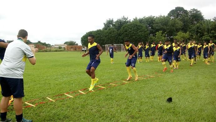 Rondoniense treina para estreia na Copa do Brasil (Foto: Lívia Costa)