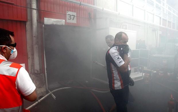 incêndio box equipe williams (Foto: Agência Reuters)