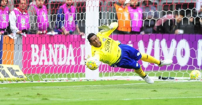 Aranha, goleiro Ponte Preta (Foto: Marcos Ribolli/GloboEsporte.com)