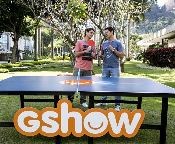 Andreoli e José Loreto brincam nos bastidores  (Foto: Ellen Soares/Gshow)