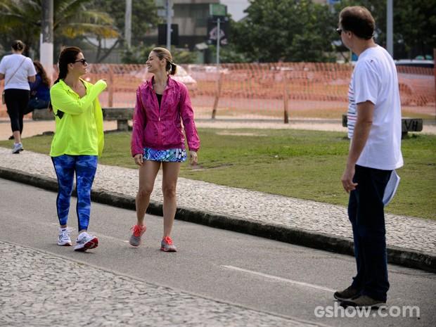 Atrizes ensaiam a cena de Clara e Silvia (Foto: Raphael Dias/TV Globo)