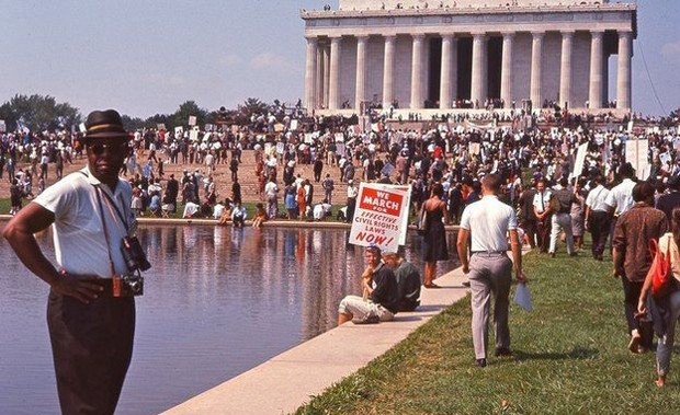 Os manifestantes se reuniram no Mall, parque que liga o Capitólio ao monumento a Abraham Lincoln (ao fundo) (Foto: DC Public Library/Crain Family)