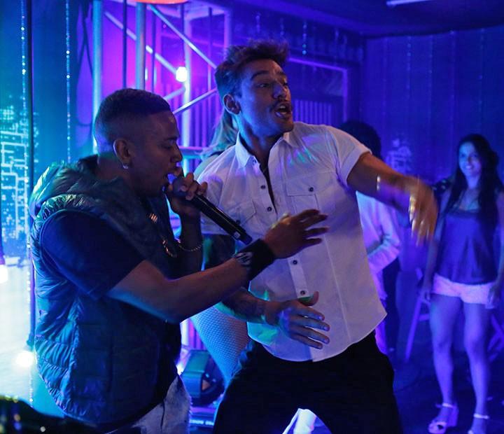 Cleyton e Uodson agitam a festa no hostel (Foto: Fábio Rocha/Gshow)