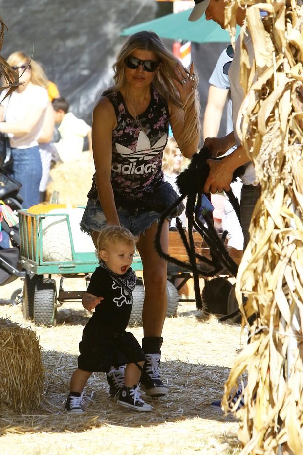 Fergie e o filho, Axl (Foto: Jack-Rs-Chris/X17online.com)