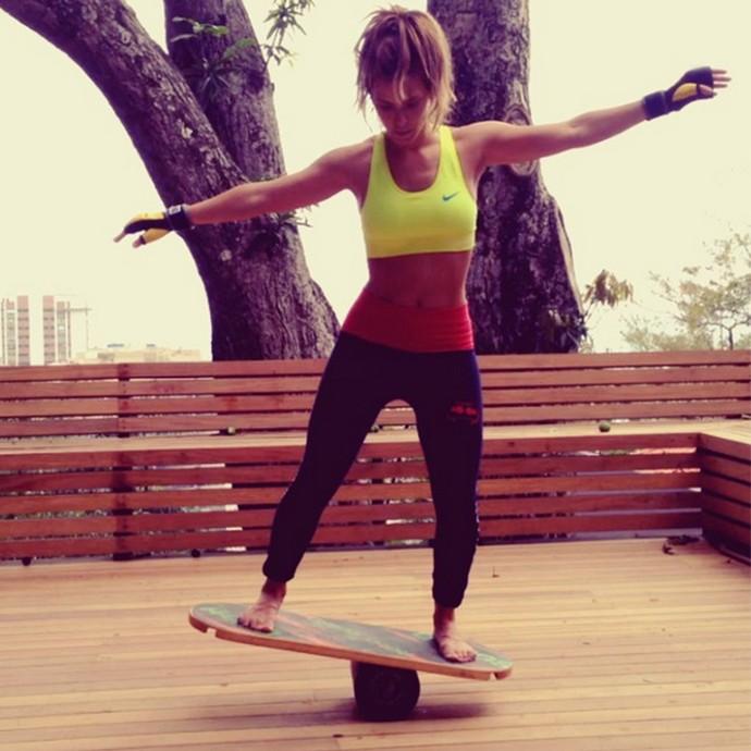 Carolina Dieckmann mostra habilidade na hora da atividade física (Foto: Arquivo pessoal)