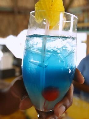 Hoje é dia de...curaçao; drink blue curaçao; como será? (Foto: Globo)