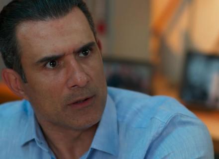 Ricardo pressiona Joana para saber sobre namoro com Giovane