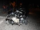 Após invadir contramão, carro arrasta motociclistas e carona por 20 metros