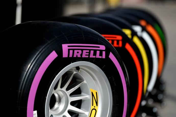 Pirelli lançou pneus ultramacios (faixa roxa) e passou a disponibilizar três tipos de compostos por etapa (Foto: Divulgação)