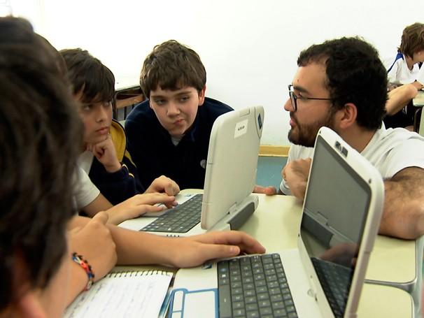 Caio Dib visitou escolas de 58 cidades brasileira em busca de novas experiências em educação (Foto: Reprodução)