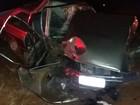 Carro capota após bater em árvore e duas pessoas morrem em Nipoã